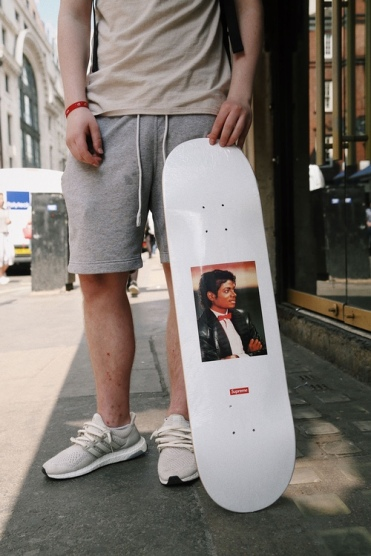 http-hypebeast.comimage201705supreme-michael-jackson-london-highlights-9